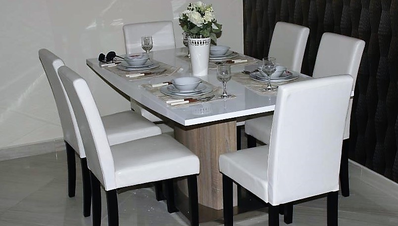 Elegant Lacquered White Dining Set